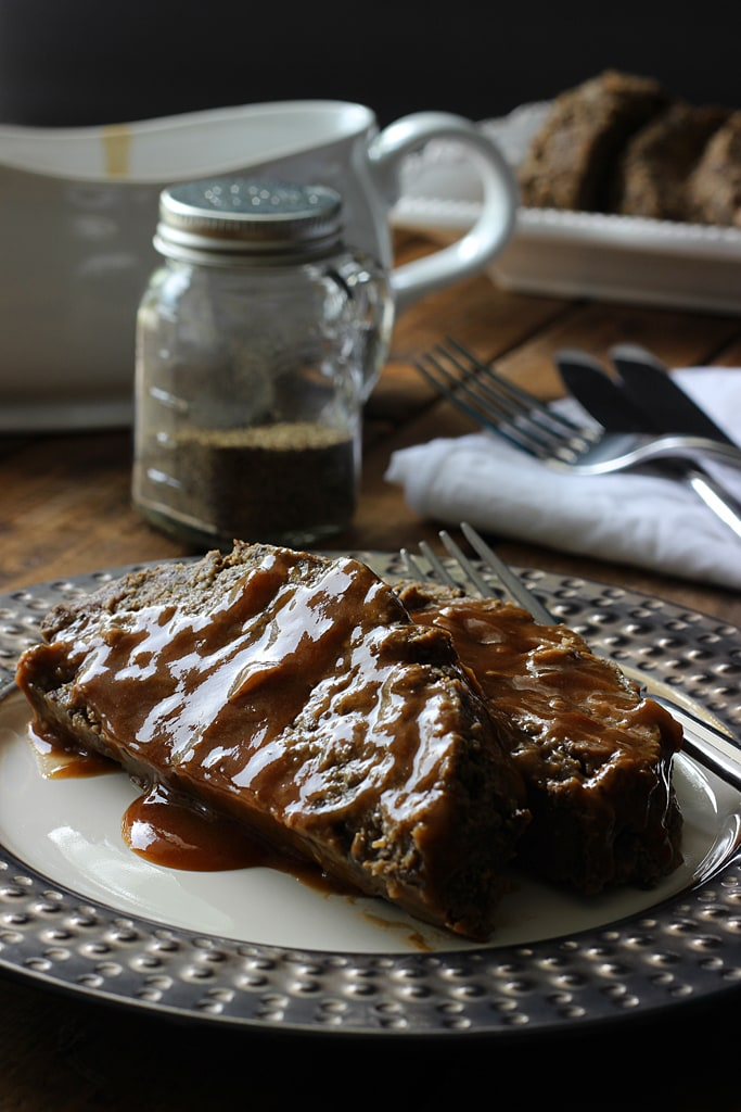 An easy recipe for mushroom meatloaf lovers. Serve with a gravy of your choice and pair it with a side of mashed potatoes and sauteed greens.