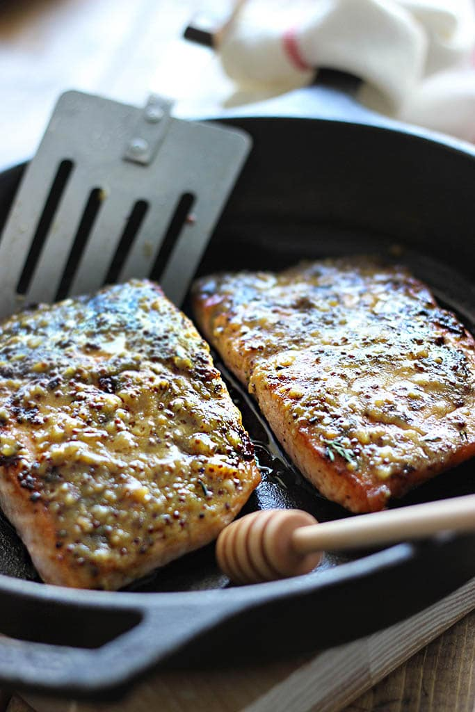 Quick and easy honey mustard salmon baked and ready in under 30 minutes. With a delicious sauce of garlic, honey and mustard for mustard lovers!